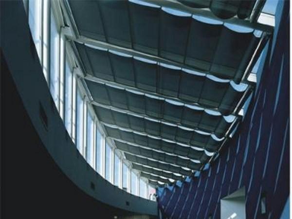 Tenda modello onda per soffitto a vetrate