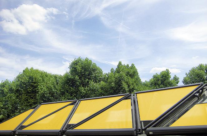 Tenda a schermatura solare triangolare retraibile