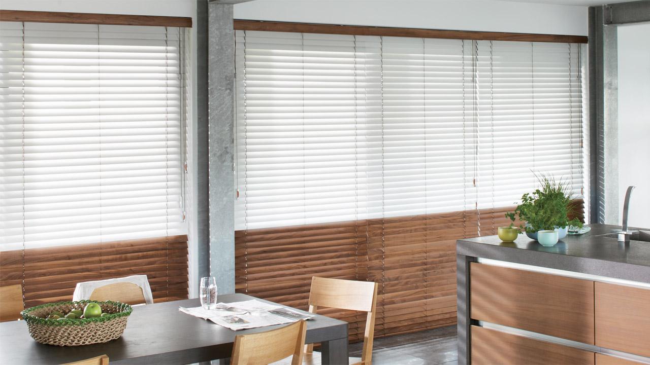 Veneziana per interno bicolore con possibilità di lamella in legno o effetto alluminio-fotolegno