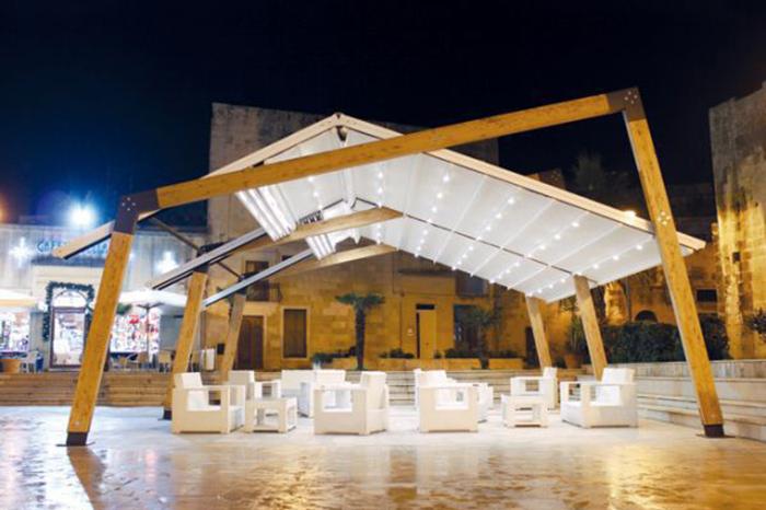 Tenda pergola affiancata su struttura a legno