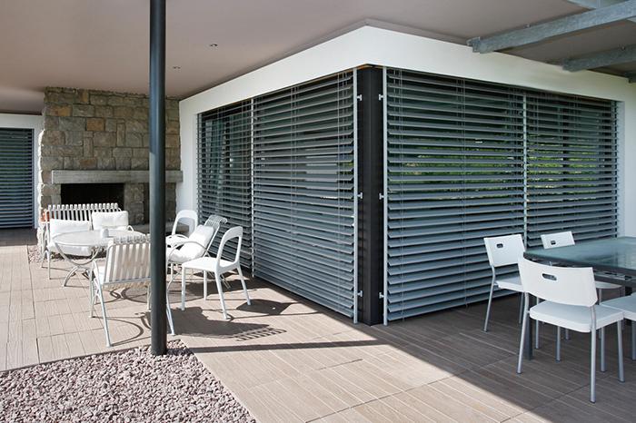 Tenda veneziana per schermatura solare vetrate